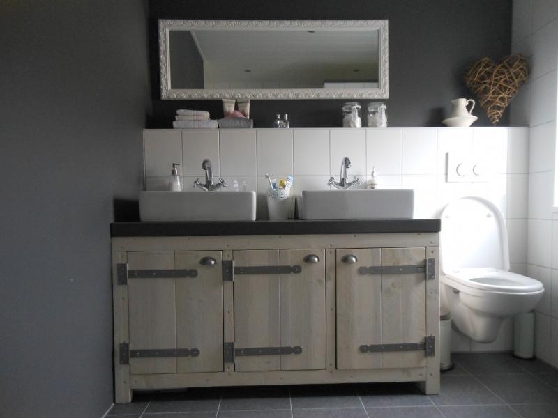 Badkamermeubel Van Steigerhout : Steigerhout badkamermeubel zwevend kastje klep schuif lavabo